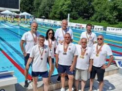 """28 de medalii au obținut """"veteranii"""" de la CSM Arad la Campionatul Național de Înot Masters de la București"""