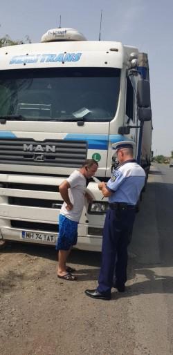 Razie a polițiștilor de la rutieră asupra camionelor ce nu respectă capacitatea maximă de încărcare. Au fost aplicate amenzi în valoare de 53.000 de lei