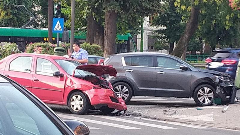 Accident cu șofer rănit pe Bulevardul Revoluției