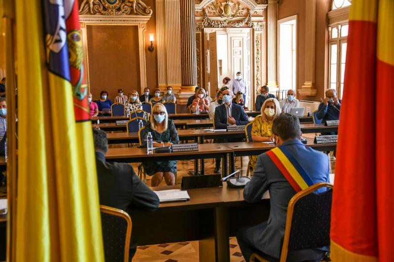 30 de puncte pe ordinea de zi a ședinței extraordinare a CLM Arad