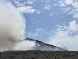 17 ore de luptă cu focul, 35 de oameni, 6 autospeciale, 3 cisterne pentru stingerea incendiului la groapa de gunoi