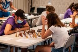 Inedit: Telefonul i-a adus înfrângerea unui maestru bucureștean la Arad Open. Ultimele mutări la Festivalul arădean de șah