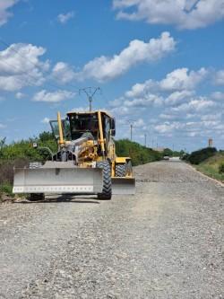 Aproximativ 60 de km de drumuri județene vor beneficia, în perioada imediat următoare, de lucrări de tratamente bituminoase