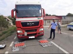 Razie a polițiștilor arădeni în vederea depistării camionagiilor care nu respectă legislația de circulație pe drumurile publice