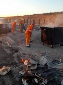 Un autotren s-a răsturnat pe autostrada A1. Trafic restricționat până la ora 12