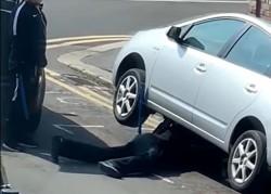 Trei adolescenți au fost prinși de polițiștii arădeni după ce au furat 27 de catalizatoare de pe autoturisme