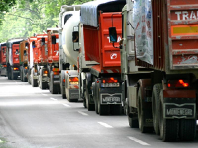 Protest al transportatorilor de marfă pe șoseaua de centură a Aradului împotriva impozitării diurnelor șoferilor