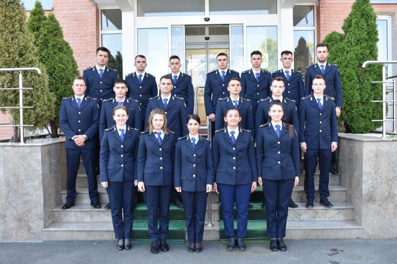 """Penitenciarul Arad """"s-a îmbogățit"""" cu 18 tineri absolvenți ai școlii de agenți de poliție penitenciară"""