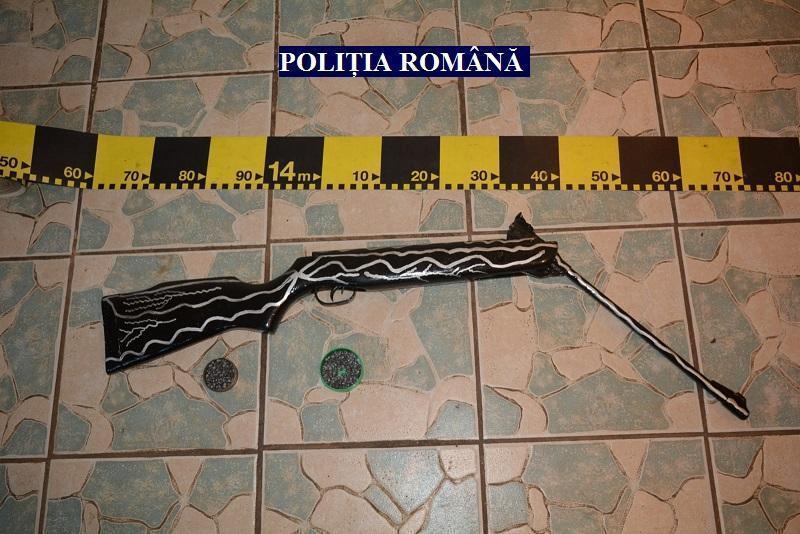 Un tânăr din Tauț avea în mașina personală o armă artizanală și cartușe pentru care nu avea autorizație
