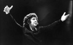 """A murit Mikis Theodorakis, compozitorul muzicii din filmul """"Zorba Grecul"""""""