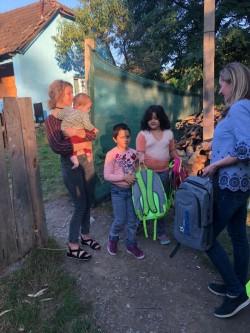 Ghiozdane pentru copiii de pe Valea Mureșului
