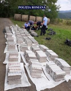 Sute de mii de țigări de contrabandă abandonate la liziera unei păduri de lângă Hălmagiu