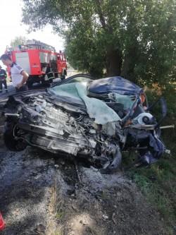 Accident mortal între Nădlac și Pecica. O femeie a intrat cu mașina într-un copac. Ea nu a mai putut fi salvată