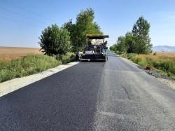 A început așternerea stratului de uzură pe drumul Arad-Șiria-Pâncota