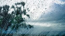 Se strică vremea. Două zile de instabilitate atmosferică cu ploi, furtuni și vânt puternic
