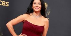 """Catherine Zeta-Jones vine în România. Încep filmările pentru serialul """"Wednesday"""", continuare a serialului """"Familia Addams"""""""