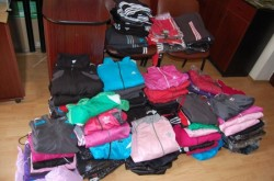 Doi bucureșteni au fost prinși în Arad în timp ce încercau să vândă haine contrafăcute