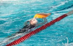 În localitățile din scenariul roșu părinții trebuie să testeze anti-Covid copiii peste 6 ani înainte de a-i duce la bazinul de înot sau la petreceri