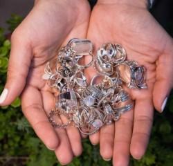 Furtul bijuteriilor din oțel, noua modă la hoți