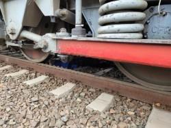 Un bătrân a murit după ce s-a aruncat în fața trenului