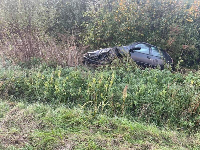 O șoferiță de 20 de ani din Secusigiu s-a rănit după ce a intrat cu mașina în șanț