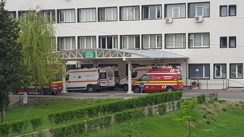 Doi medici de la Spitalul Județean Arad au stat multe ore peste program din proprie inițiativă pentru a-și ajuta colegii epuizați de la UPU