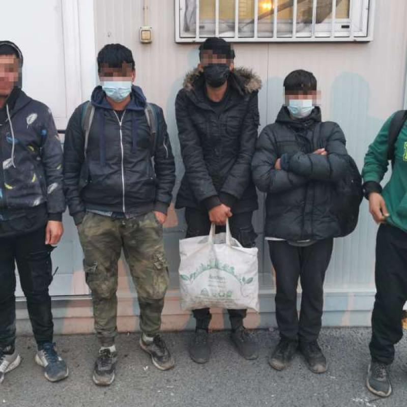 Cincisprezece adolescenți din Afganistan și Algeria depistați de polițiștii de frontieră arădeni