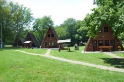 Centru recreațional pentru rromi în incinta taberei de la Căsoaia