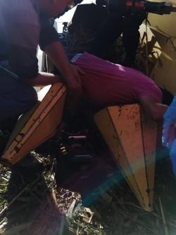 Bărbat rănit grav după ce a fost prins în mecanismul unui utilaj agricol. Descarcerat și transportat inconștient cu elicopterul SMURD la spital