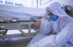 România pe un sumbru prim loc în Uniunea Europeană. 18 români mor pe oră de COVID
