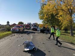 Accident cu victime între Timișoara și Arad. Un autoturism s-a izbit de un autotren. Șoferul autoturismului este încarcerat și inconștient