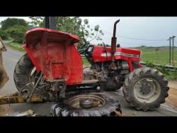 Tractoriști fără gânduri. E vremea lor. A intrat cu tractorul neînmatriculat într-o mașină